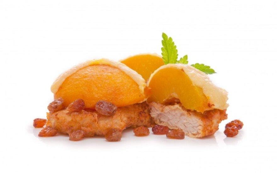 Kalakutienos kepsnys su persikais ir sūriu