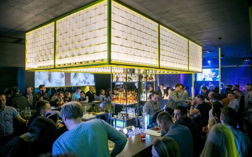 Garsaus sostinės baro savininkai papasakojo, kiek linksmybėms išleidžia lietuviai