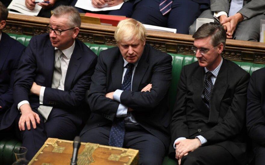 Johnsonas nesiryžo atsakyti, ar atsistatydintų torių pralaimėjimo atveju
