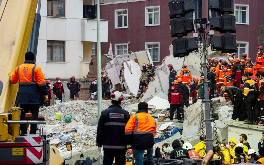 Число погибших в результате обрушения дома в Стамбуле превысило 20 человек