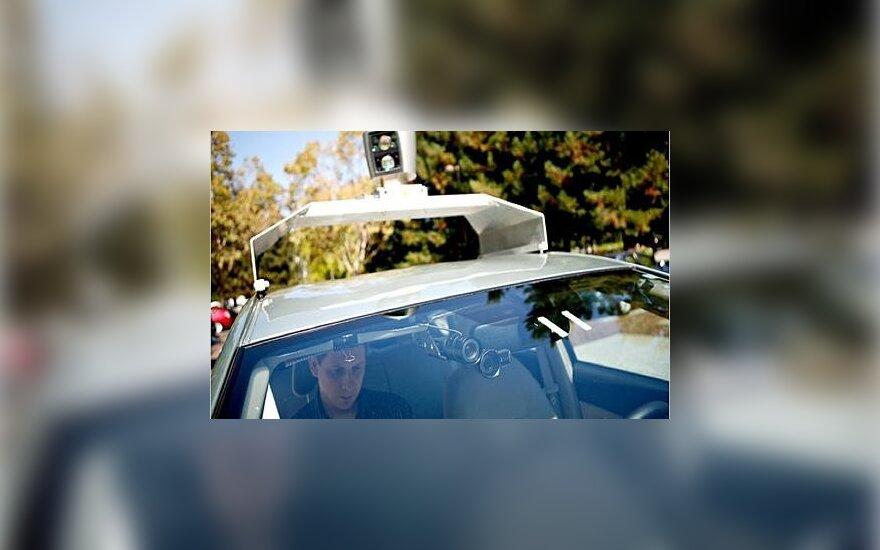 """""""Google"""" išbando be vairuotojo galinčius važiuoti automobilius"""