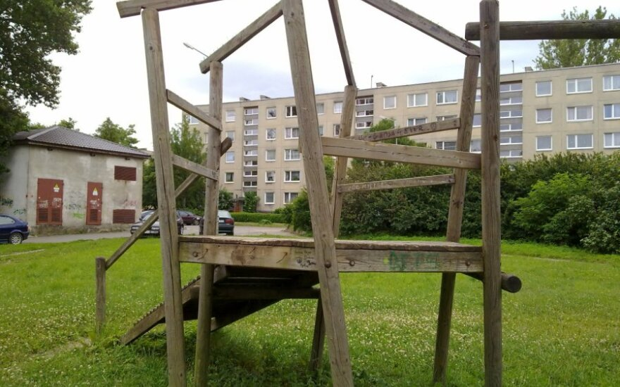 Kaimynai priešinasi vaikų žaidimo aikštelių įrengimui