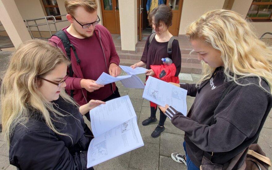 High-school graduates' English exam results best