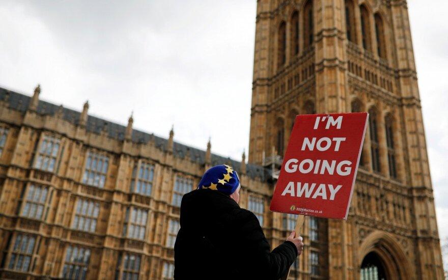 """""""Brexit"""" aklavietėje – svarbus """"taip"""": priėmė naują įstatymą"""