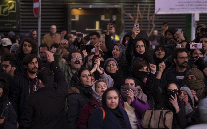 JAV remia ES šalių sprendimą inicijuoti mechanizmą sankcijoms Iranui sugrąžinti