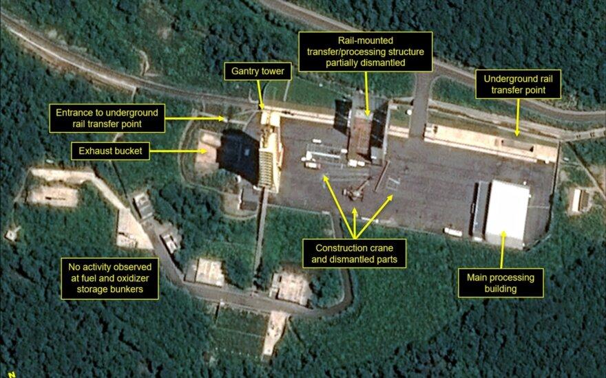Analitikai: Šiaurės Korėja pradėjo likviduoti raketų bandymų poligoną