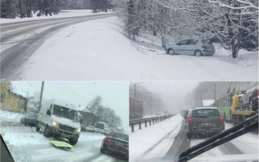 Sniegas Kauno gatves pavertė chaosu, miestą sukaustė spūstys