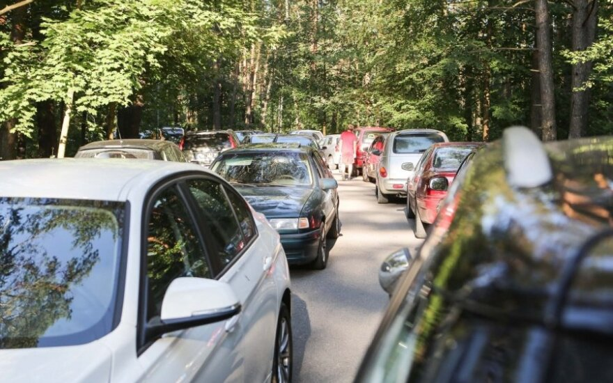 Kelyje Kaunas-Alytus įstrigę žmonės įsiutę: vieną kilometrą pajudėjome per vieną valandą