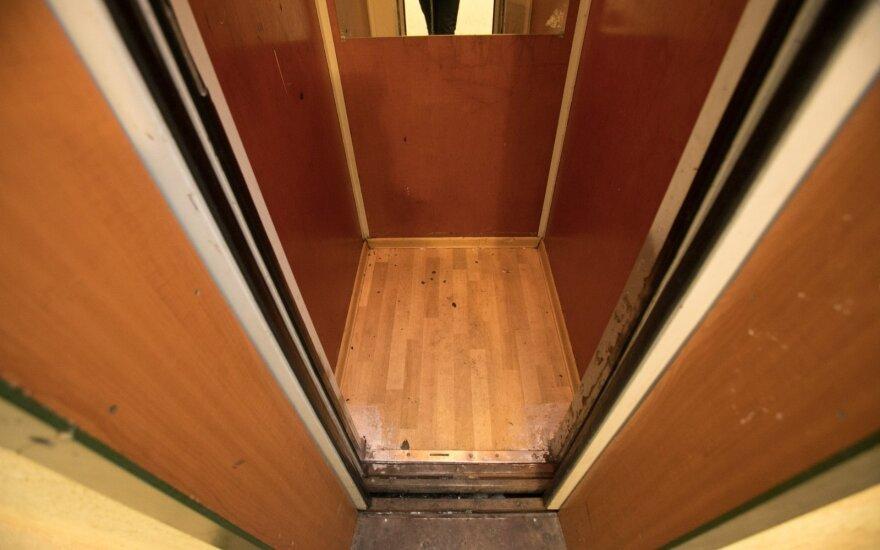 Beveik trys dešimtys Vilniaus daugiabučių gali likti be liftų: būklė kelia pavojų