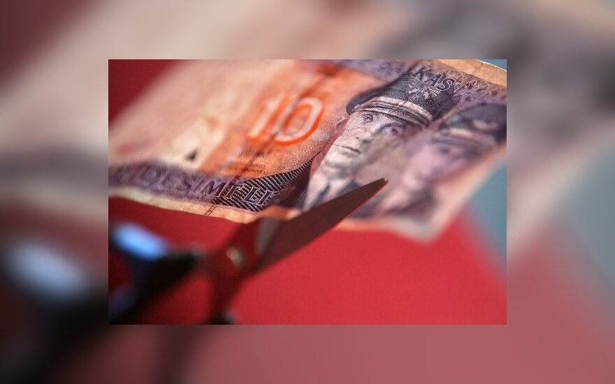 Vyriausybė susitarė su profsąjungomis: mažės pensijos dirbantiesiems ir motinystės pašalpos