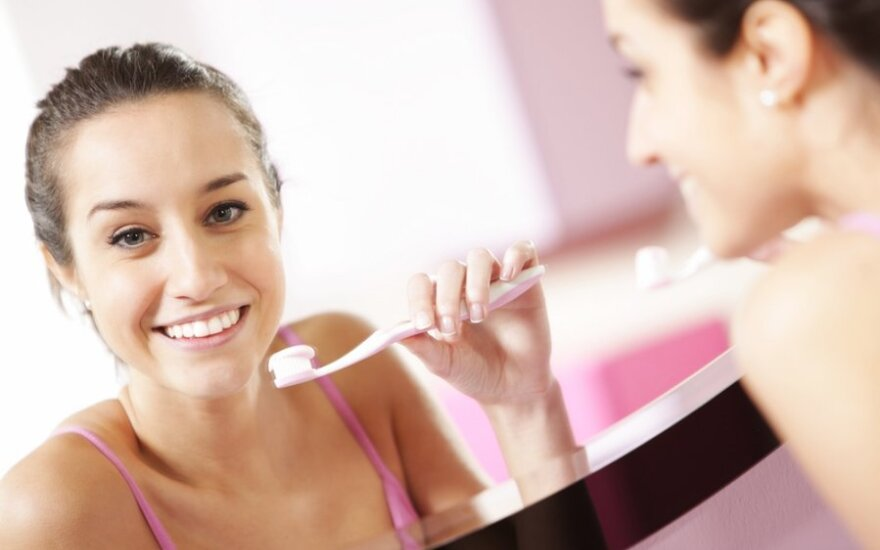Kada po valgio galima valyti dantis, kad jiems nepakenktumėm