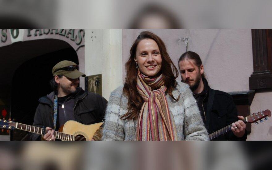 """,,Baltosios gimties"""" premija apdovanota A. Smilgevičiūtė pademonstravo natūralų grožį (FOTO)"""