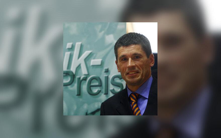 Vienas geriausių pasaulio futbolo arbitrų Markusas Merkas