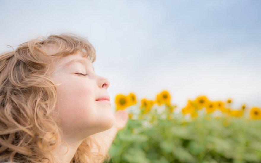 """Vaikų meditacija: būdas svajoti ir įgyti """"supergalių"""""""