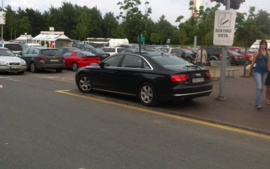 Vilniuje, prie PC Akropolis. 2012-07-05