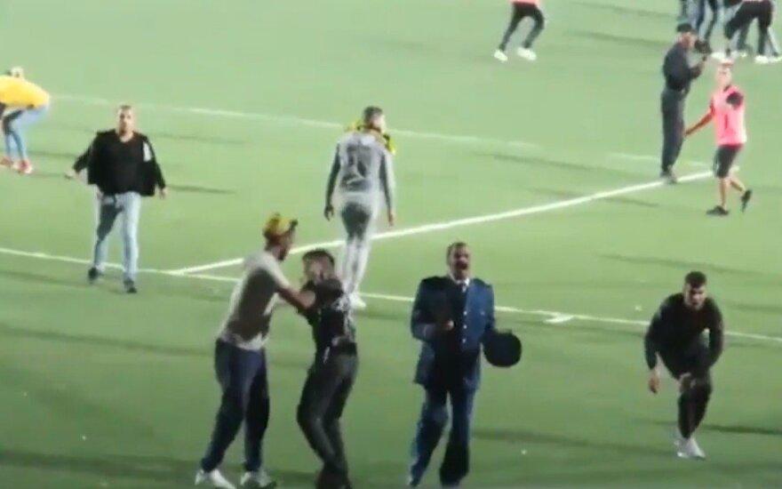 Masinės muštynės per futbolo rungtynes Alžyre