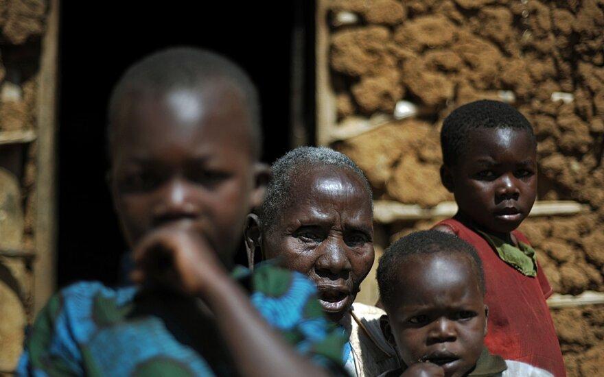 Tanzanijos teismas paliko galioti vaikų santuokų draudimą