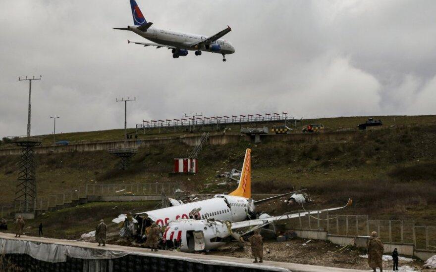 Turkija pradeda tyrimą dėl avariją patyrusio lėktuvo pilotų galimo aplaidumo