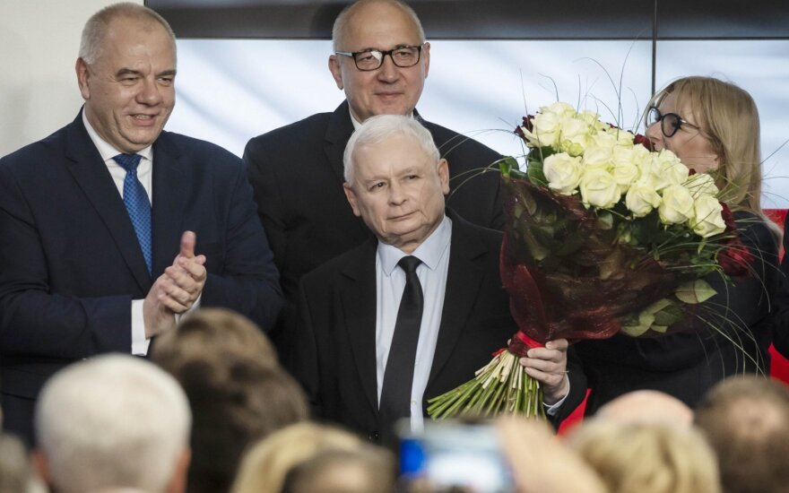"""""""Įstatymas ir teisingumas"""" laimėjo rinkimus Lenkijoje"""