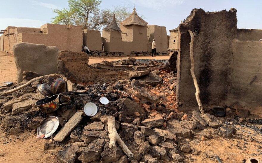 Malio kaimuose per išpuolius nužudyti 38 žmonės