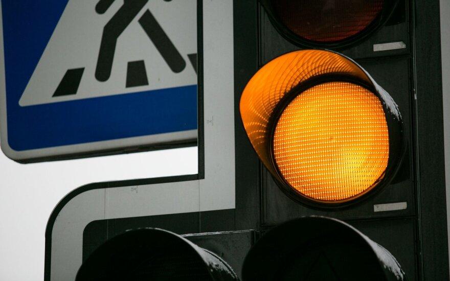 Šventinę sumaištį Vilniaus gatvėse apsunkino ir šviesoforai – dėl vieno vairuotojai skundžiasi antrą dieną