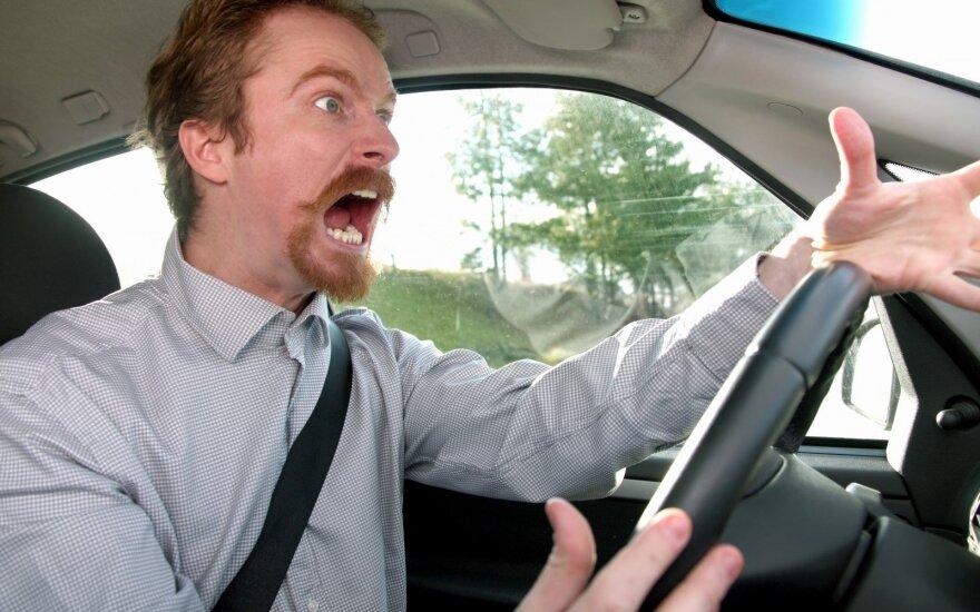 Sukritikavo vairuotojų elgesį: visą pyktį išliejate prie vairo
