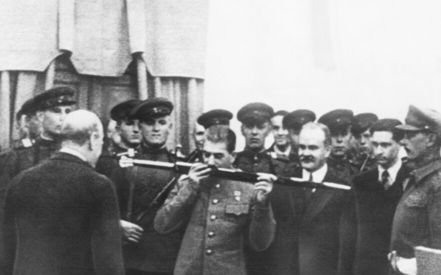 """""""Nušaukite mane tyliai"""": žinodamas, kad bus nuteistas mirti, Stalino pakalikas teisme perskaitė negailestingą išpažintį"""
