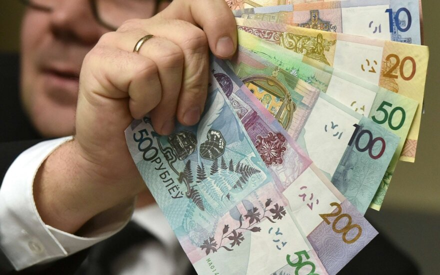 Belarus introduces new currency to lose four decimal places