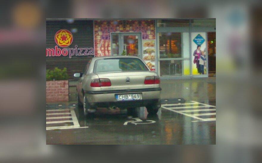 """Vilniuje, Gabijos g. 30, prie """"Maximos"""". 2009-11-29, 13.40 val."""