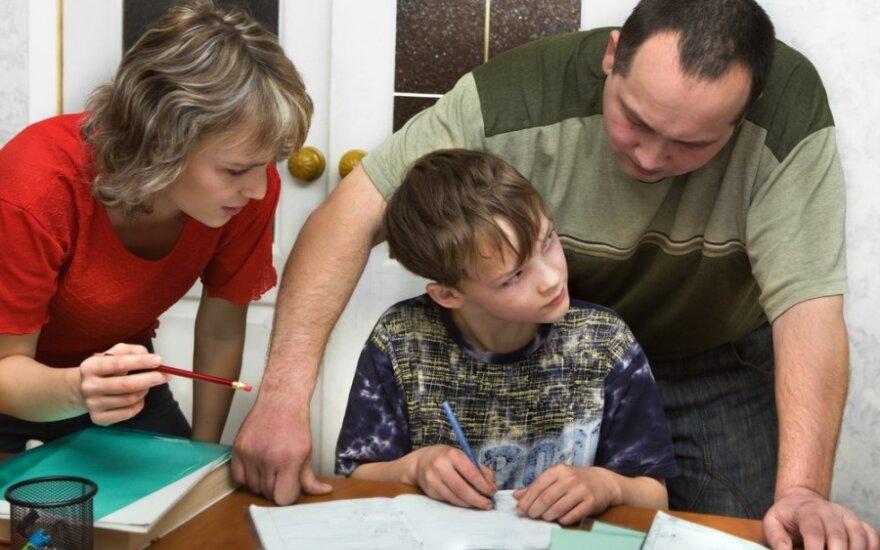 Kodėl vaikų mokslų kuprą neša tėvai?