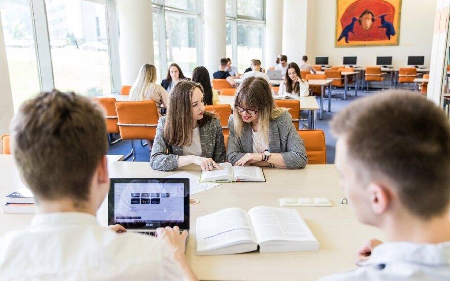 MRU studentai
