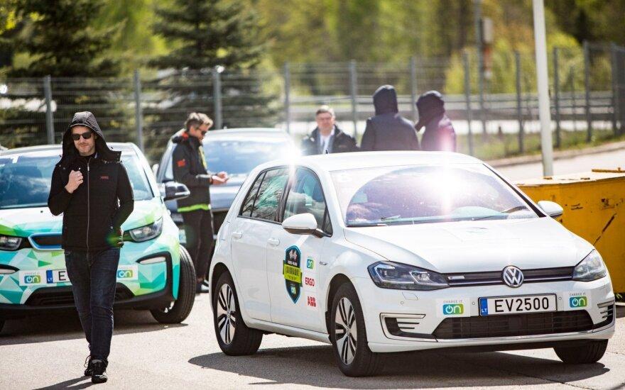 Penktadienį, birželio 12-ąją, prie Vilniaus miesto savivaldybės bus duotas startas jau šeštą kartą rengiamoms elektromobilių varžyboms – vienintelėms tokioms visose Baltijos šalyse, rašoma pranešime žiniasklaidai.