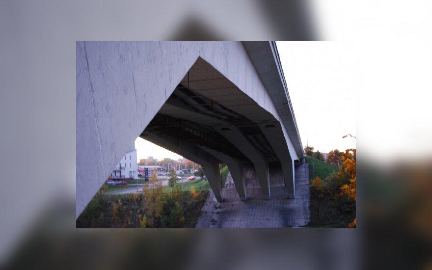 Sekmadienį bus draudžiamas eismas Žirmūnų tiltu