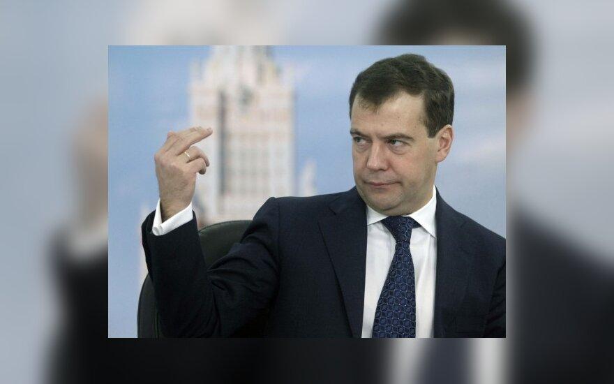 Premjeras pritaria sprendimui kviesti D.Medvedevą