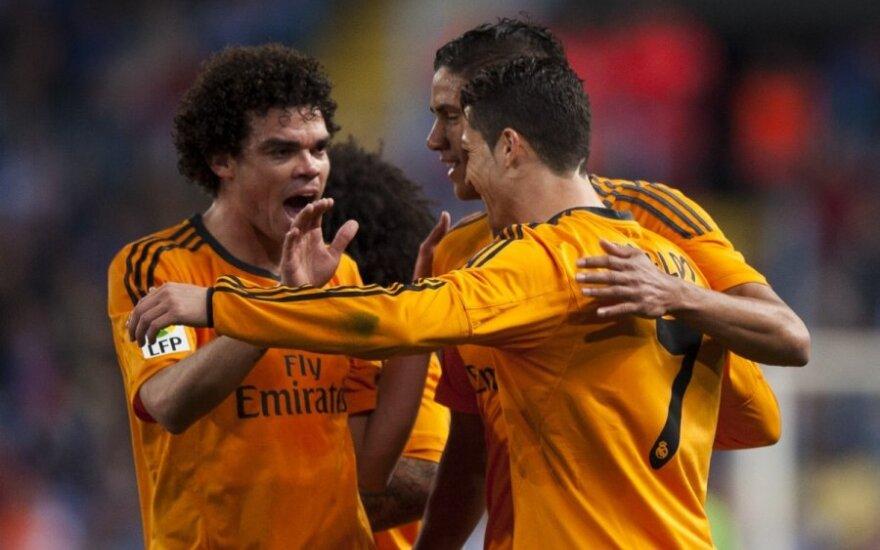 Komandos draugai sveikina Cristiano Ronaldo su pelnytu įvarčiu