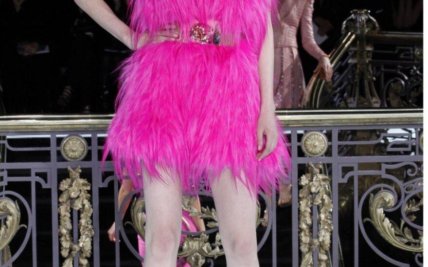 """""""Atelier Versace"""" į Paryžiaus aukštosios mados savaitę sugrįžo po 8-erių metų pertraukos"""