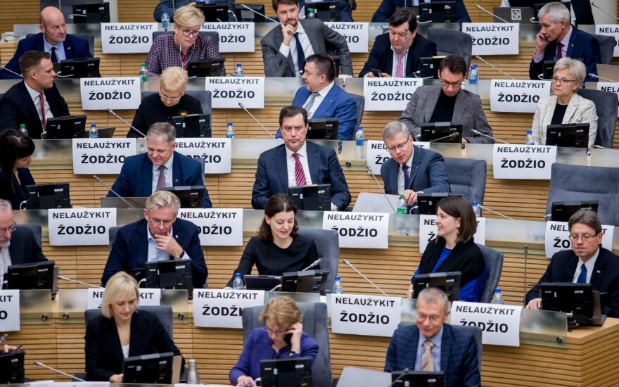 Seimas ėmėsi kanclerės atleidimo procedūros