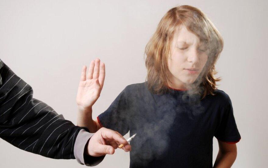 Bus mažinamas cigarečių patrauklumas jaunimui