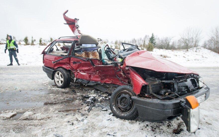Tyrimas dėl tragiškos avarijos Molėtų rajone nutrauktas nustačius, kad kaltininkas – žuvęs vairuotojas