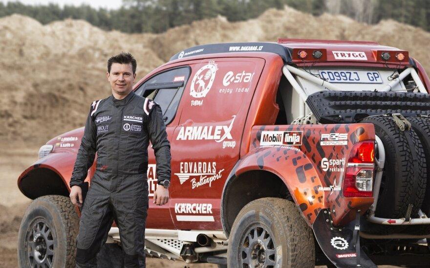 Į Dakarą išlydėtas unikalaus dizaino A. Juknevičiaus automobilis
