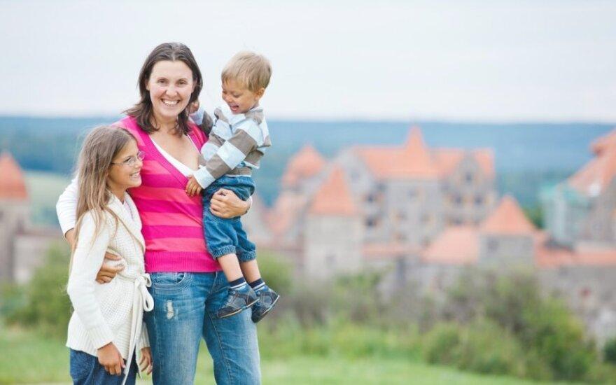mama, vaikas, berniukas, mergaitė, šeima, laisvalaikis, miestas, pasivaikščiojimas, ekskursija, kelionė,