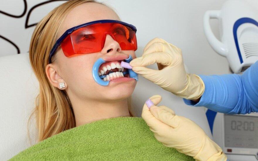 Netinkama burnos higiena gali tapti diabeto ar širdies ligų priežastimi