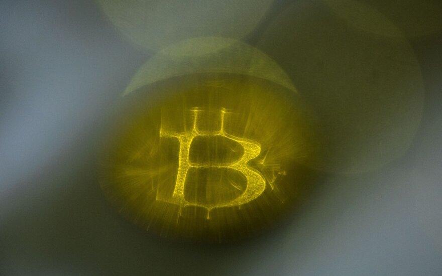 Bitkoino kursas toliau ritasi žemyn