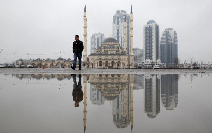JAV Valstybės departamentas ragina Rusiją tirti žmogaus teisių pažeidimus Čečėnijoje