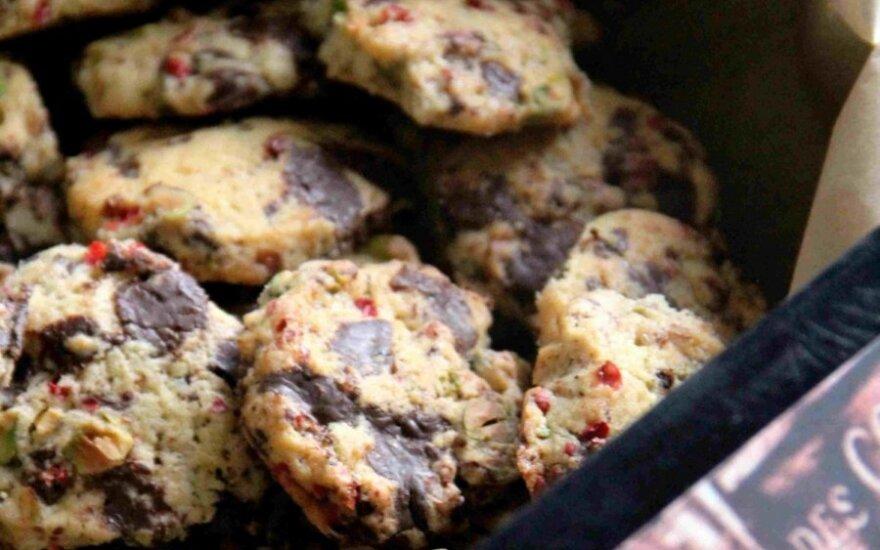 Sausainiai su šokoladu ir rausvaisiais pipirais