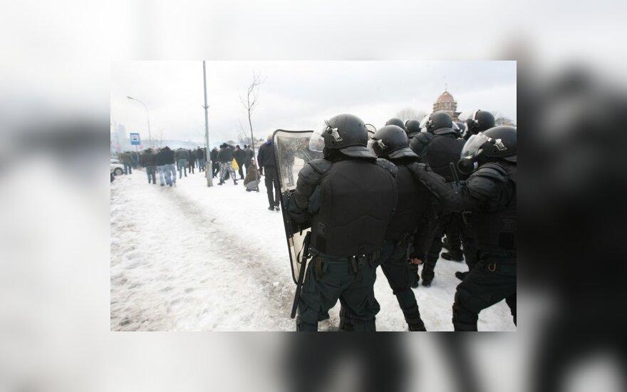 Per riaušes prie Seimo sužalotam vyrui teismas priteisė 30 tūkst. Lt