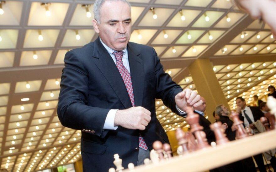 """Simultanas """"Šachmatai už laisvę"""" su didmeistriu Gariu Kasparovu"""