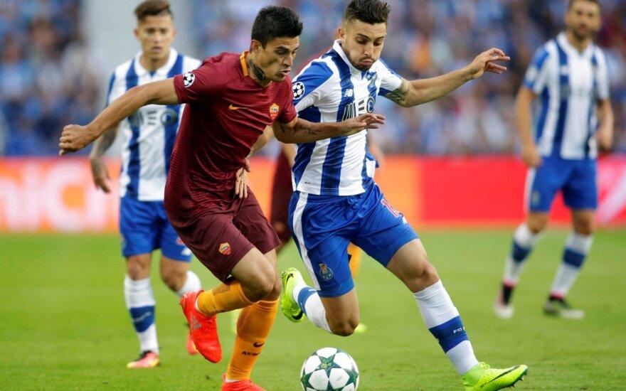 "Diego Perotti (""AS Roma"") ir Alexas Tellesas (""Porto"")"