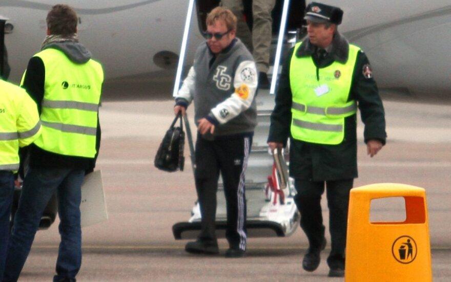 Eltonas Johnas atvyko į Kauną