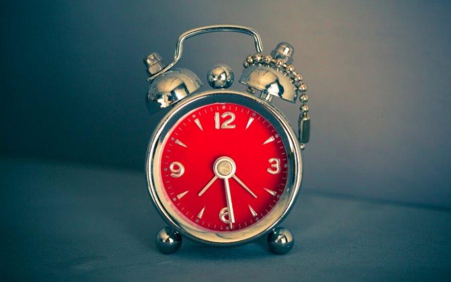 Jau šį savaitgalį reikės sukti laiką atgal: kai kuriems žmonėms tai ypač pavojinga